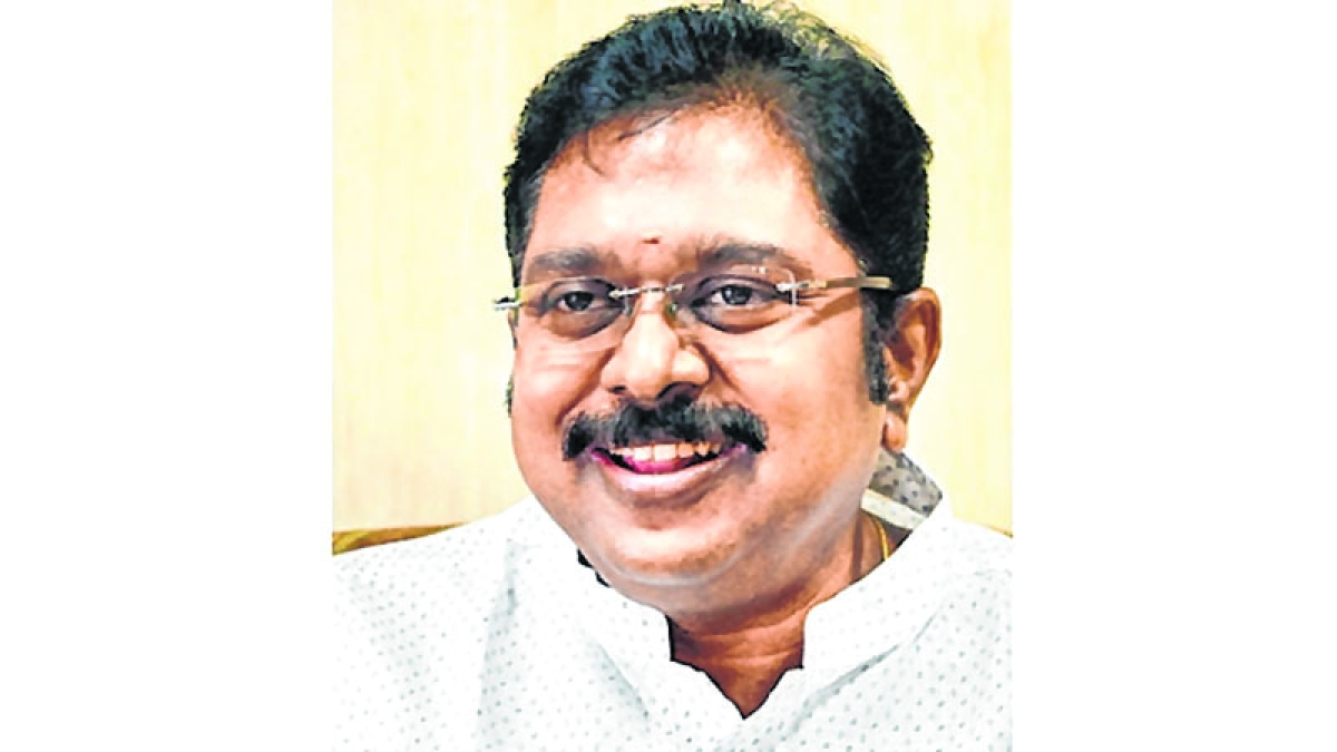 O Panneerselvam met me on his own volition, says  T T V Dinakaran