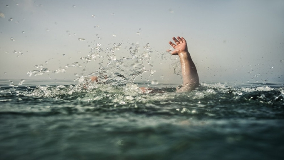 Karnataka: Student drowns while his friends were busy taking selfies