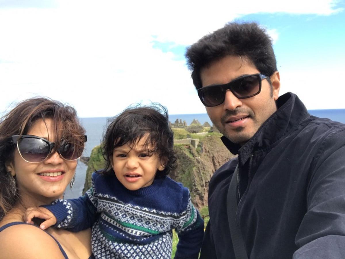 In Pictures: Amrapali Gupta enjoying at London with Husband Yash Sinha!