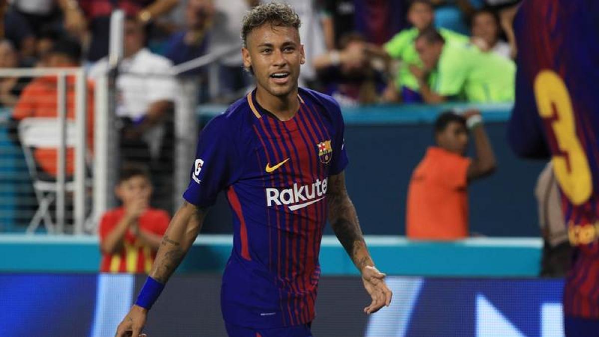 Neymar tells Barcelona teammates 'he is leaving'