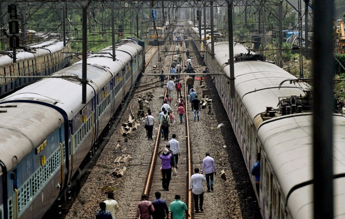 Mumbai: Public agitation in Vasind affects train services