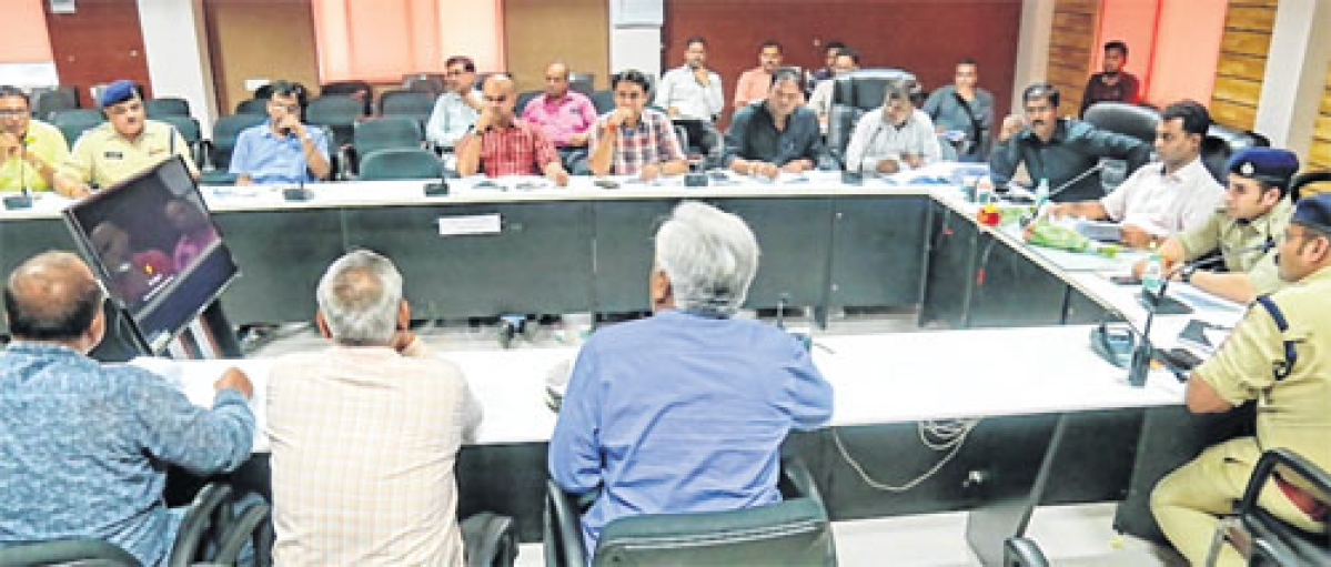 Ujjain: Road safety committee meet cracks down on public transport vehicles, dumpers