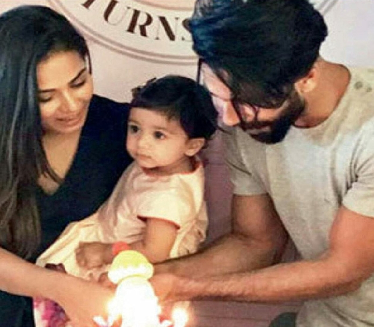 Check out: Shahid Kapoor And Mira Rajput help their daughter Misha Kapoor cut her first birthday cake