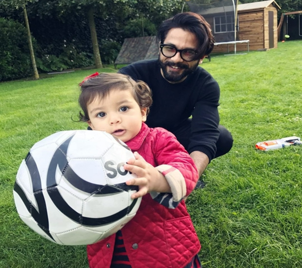 Adorable: Father-daughter duo Shahid Kapoor- Misha Kapoor enjoying their play time