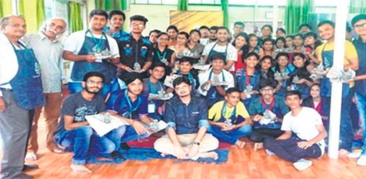 Ujjain: Students celebrate Friendship Day with eco-friendly earthen Ganesha