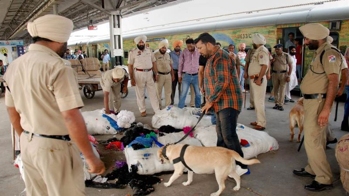 Trains searched after hoax bomb call at Delhi railway station