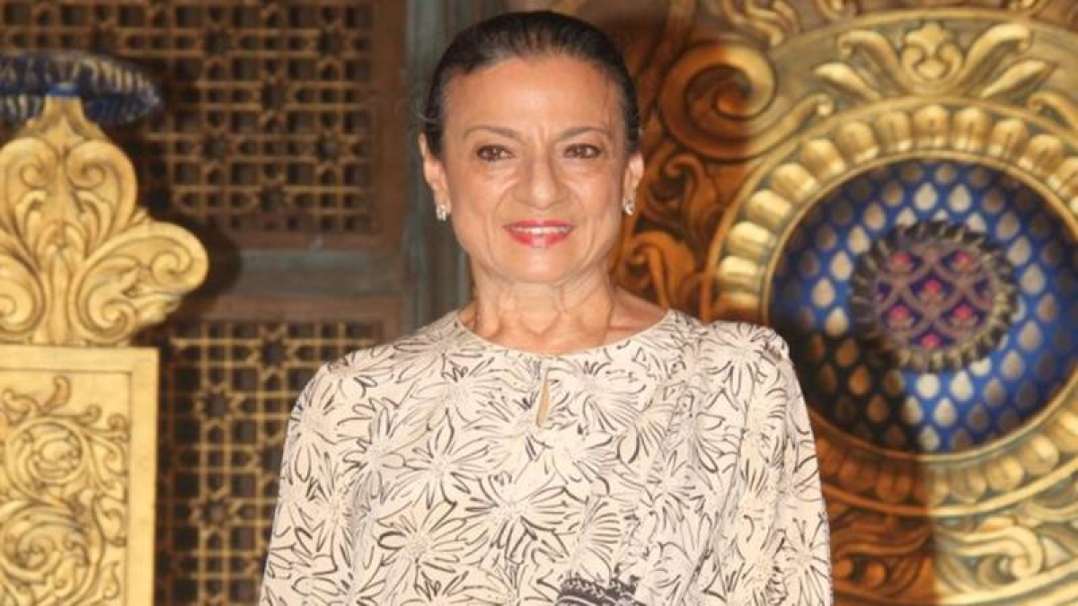 Veteran actress Tanuja hospitalized in Lilavati Hospital due to abdominal pain