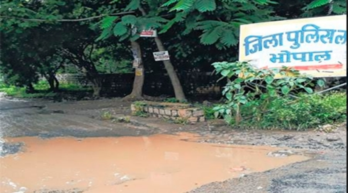 Bhopal: Waterlogged roads give hard time to people admin reluctant