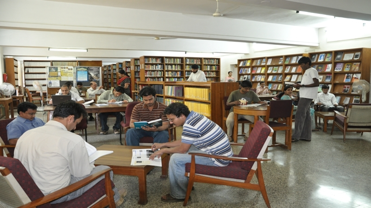 Class V student runs library in slum, CM pitches in to help