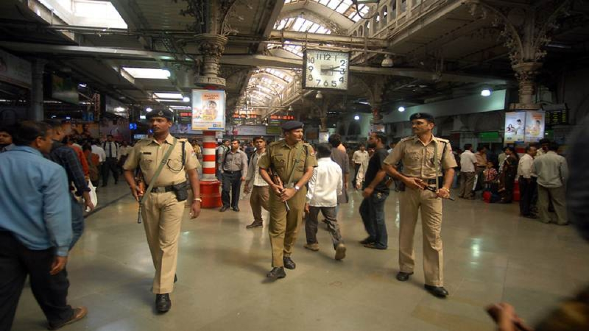 Mumbai: Railway police rescues over 1000 stranded commuters