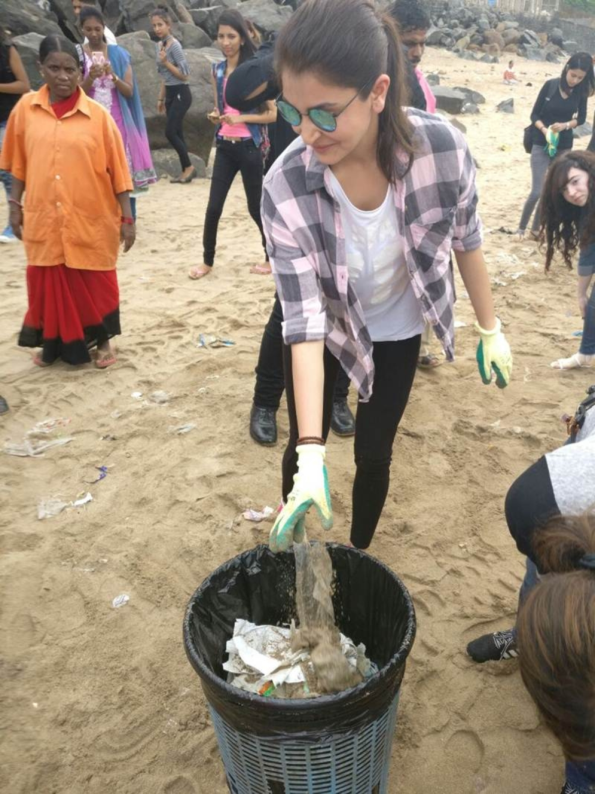 In Picture: Anushka Sharma cleans Versova beach for Swachh Bharat campaign