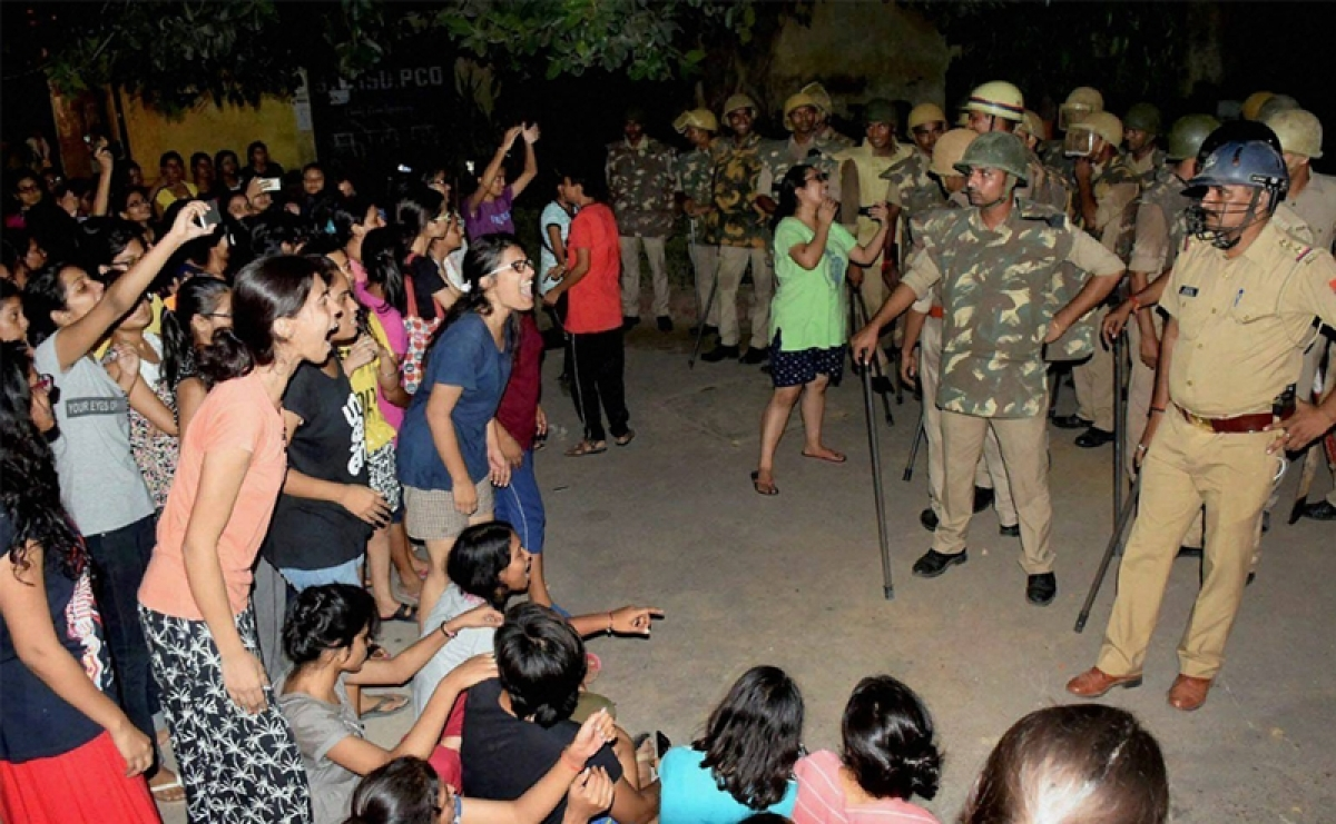 Ruckus at BHU, 10 students detained