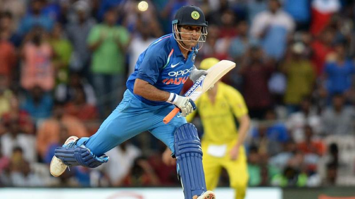 Watch video: 'Cool' MS Dhoni furiously stares at Kedar Jadhav after surviving run-out scare