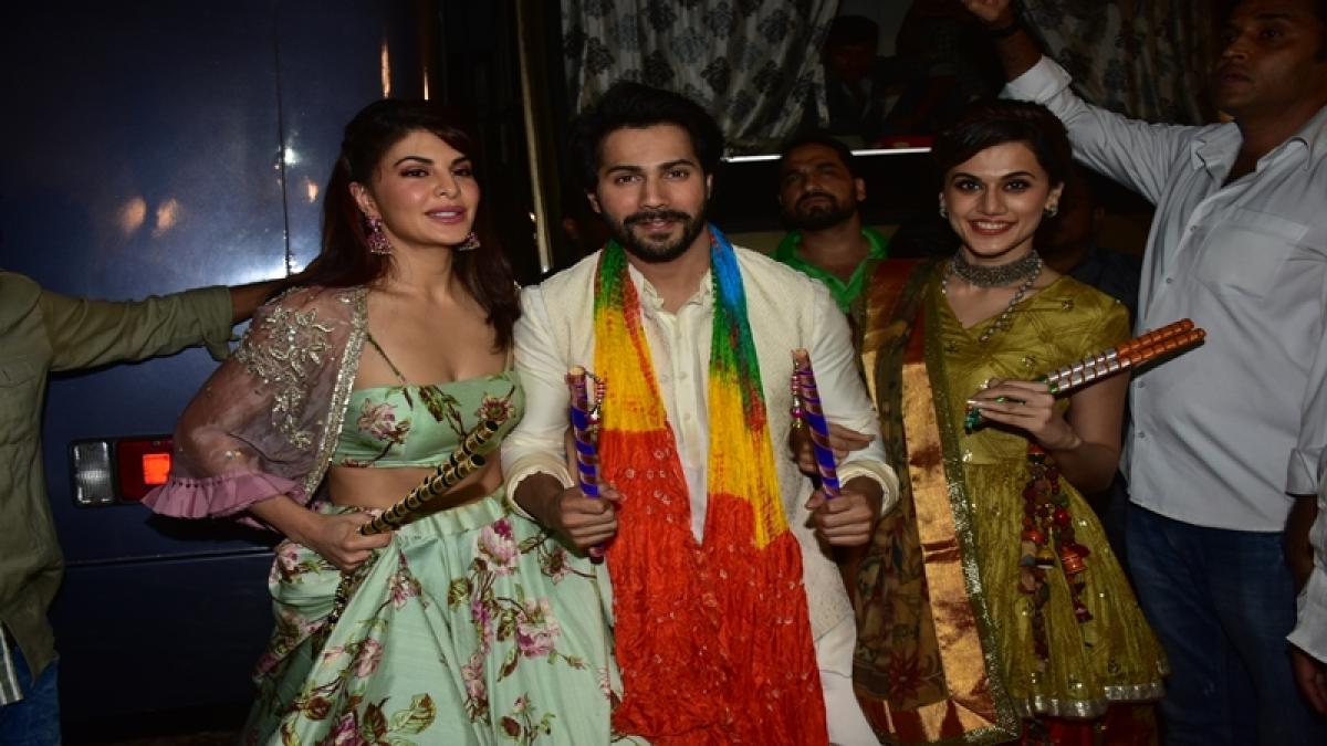 Navratri 2017: 'Judwaa 2' stars Varun Dhawan, Jacqueline Fernandez and Taapsee Pannu rock in dandiya night with Garba Queen Falguni Pathak