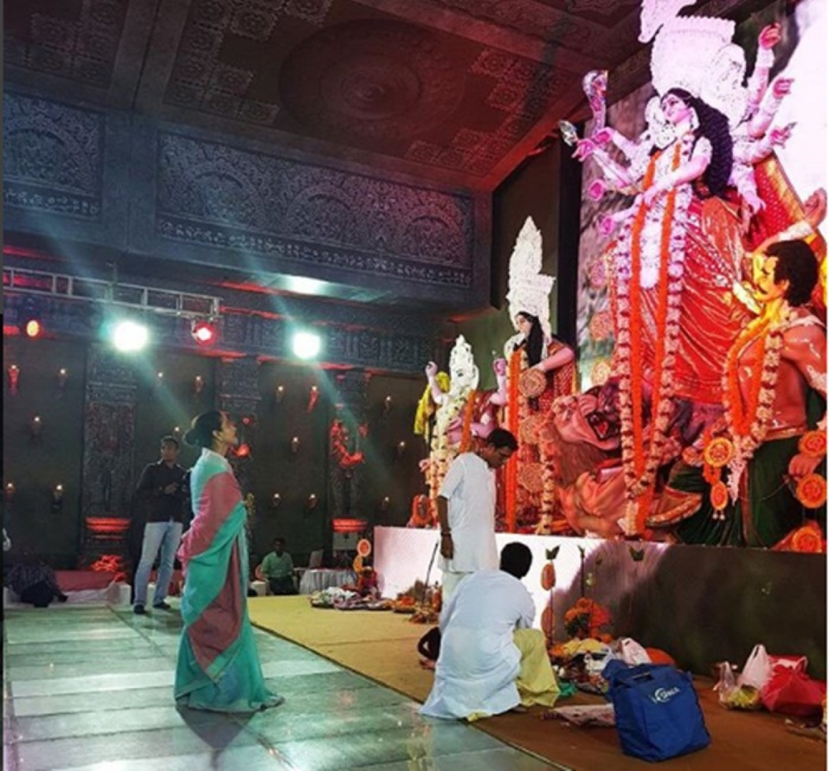 In Pics and video: Kajol, Sonu Nigam, Sumona, Kavita Kaushik and others offer prayers during Durga Puja in Mumbai