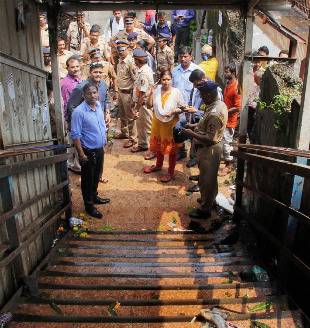 Elphinstone stampede: Woman home guards to manage crowd now