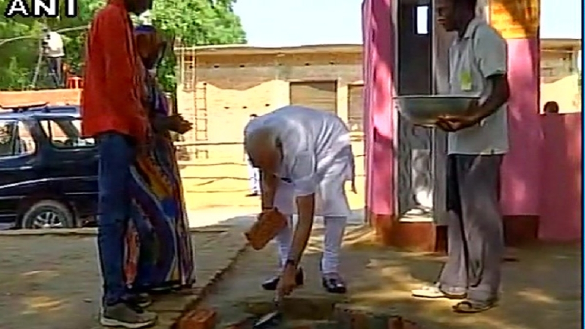 PM Narendra Modi lays foundation stone for toilet under Swachh Bharat Abhiyan in Shahanshahpur