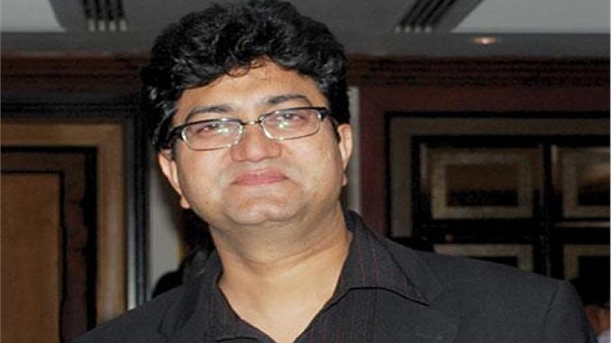 "Prasoon Joshi criticises Bhansali for screening ""Padmavati"" without certificate"