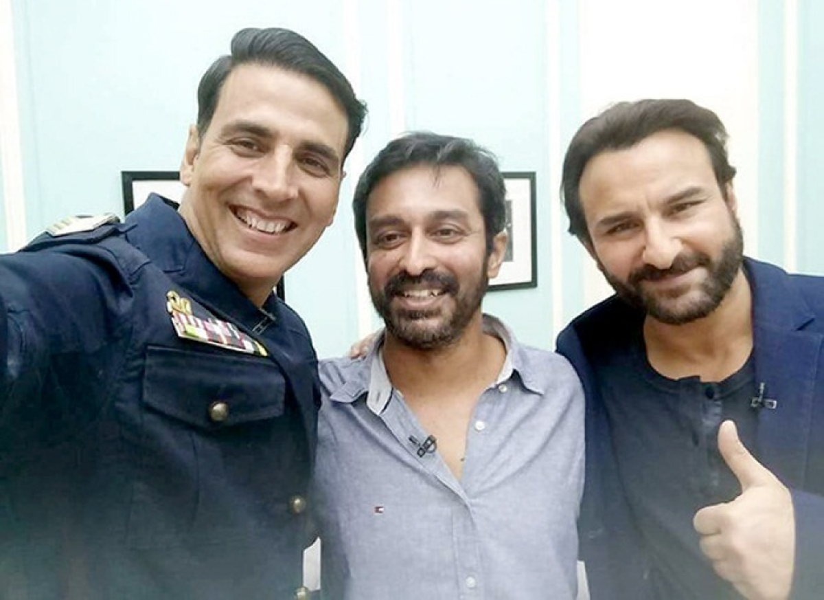 WOW! This picture of Akshay Kumar and Saif Ali Khan posing together will take you back to the 90s