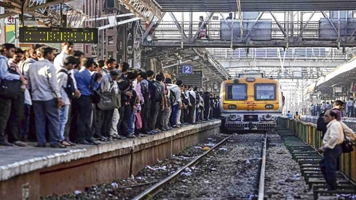 In order to train people on level crossing, Western Railway observes safety awareness week