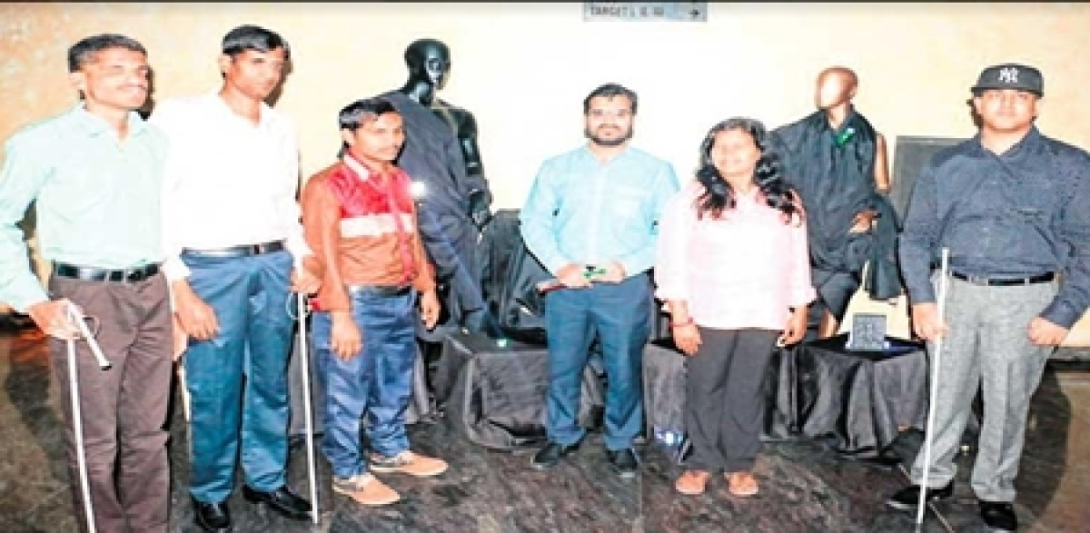 Indore: Members experience the 'different world' of a blind