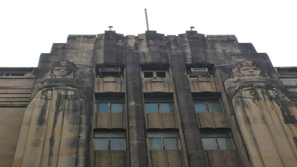 The New India Assurance Building on Mahatma Gandhi Road Fort Photo by: Kalyani Majumdar