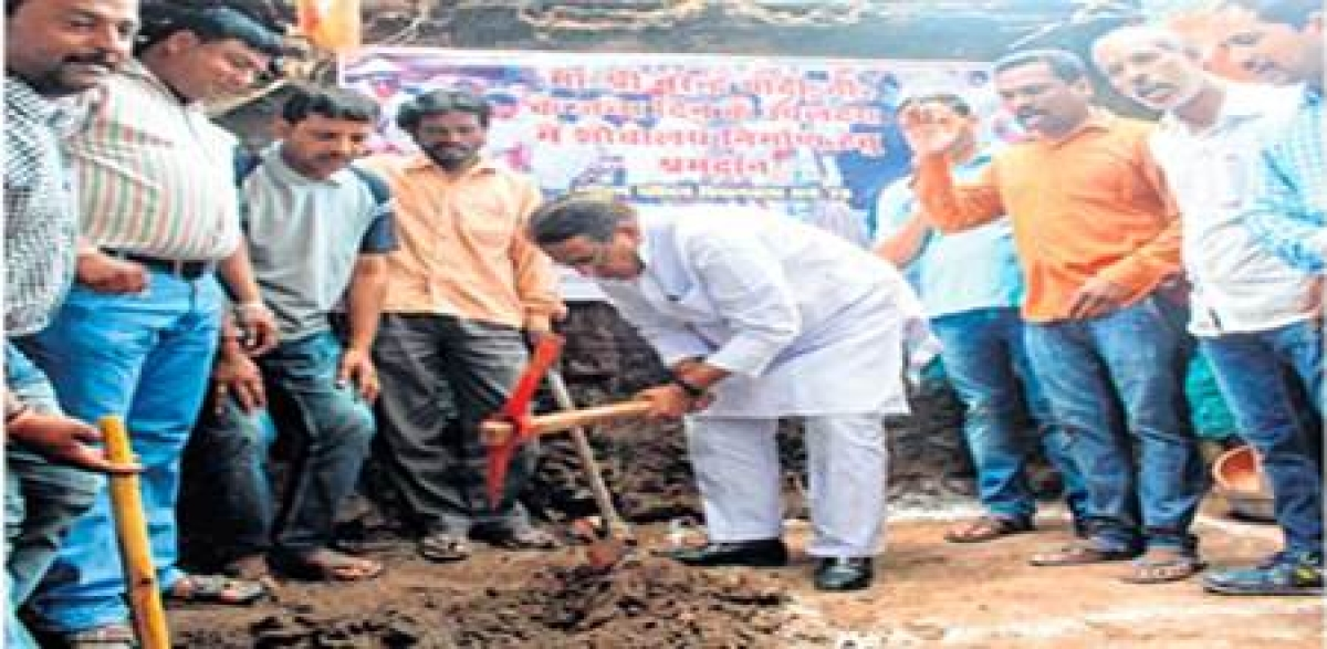 Bhopal: Minister digs pit at Uike's household for toilet to mark PM's birthday