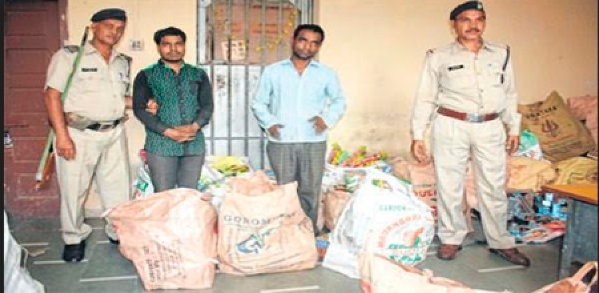 Indore: 3 cracker shops raided in Ranipura, owners held for defying ban on sale