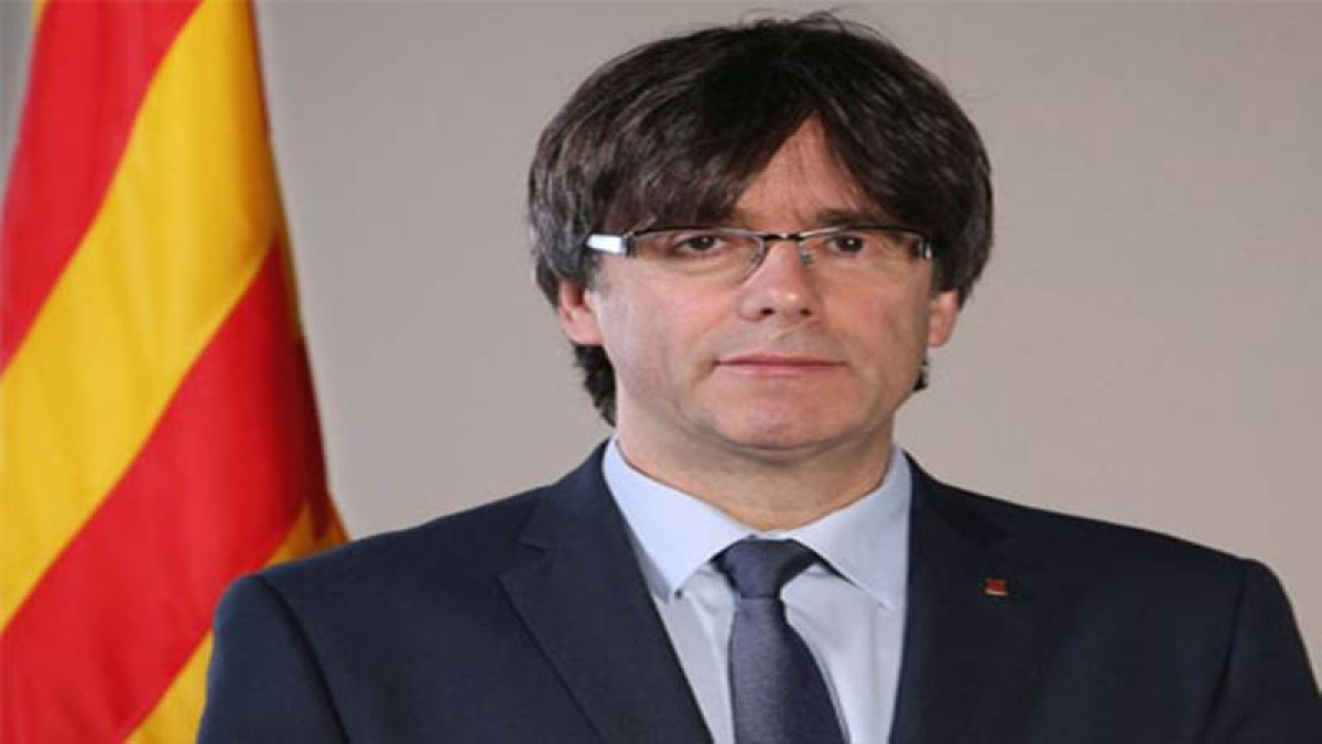 Spain warns sacked Catalan President Carles Puigdemont of imprisonment