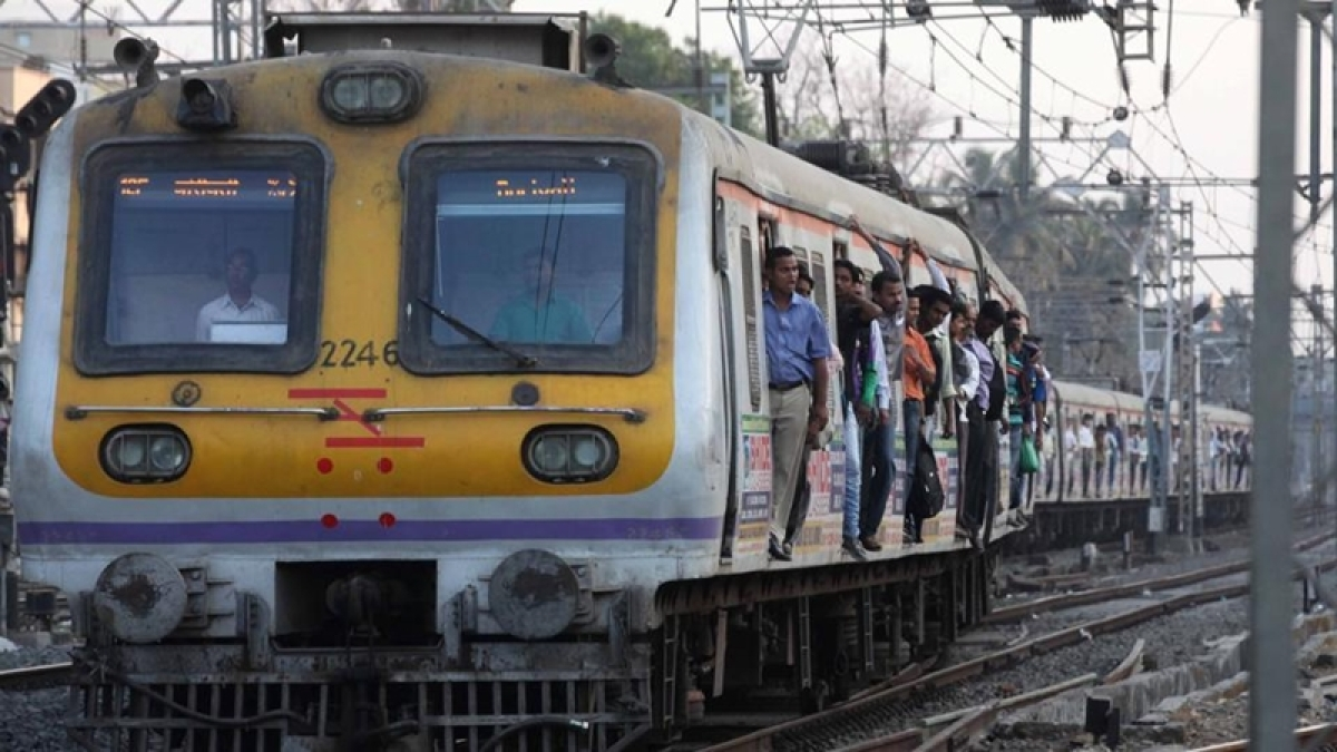 Mumbai's deadly tracks! 406 people died after falling off crowded trains, 871 seriously injured between Jan and July