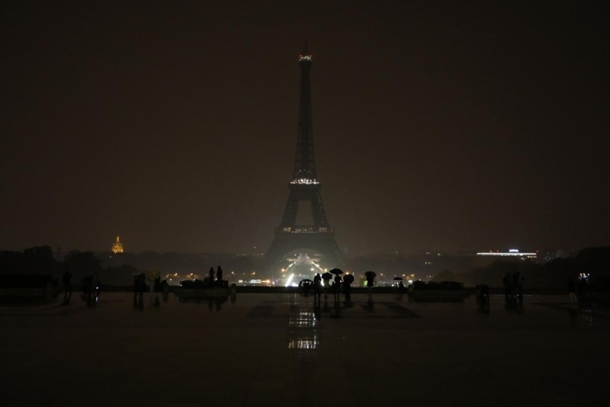 Las Vegas shooting: World leaders offer condelences, Eiffel Tower goes dark