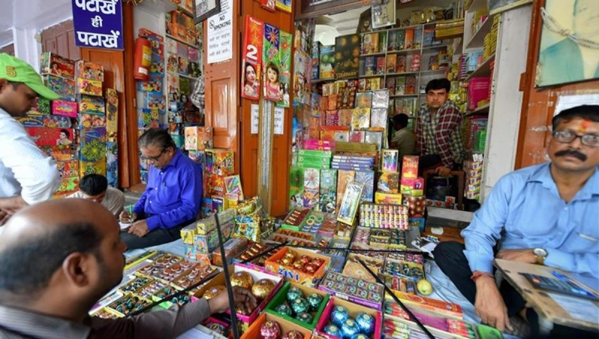 Delhiites can burst firecrackers before ban, judges upset on communal twist given its order