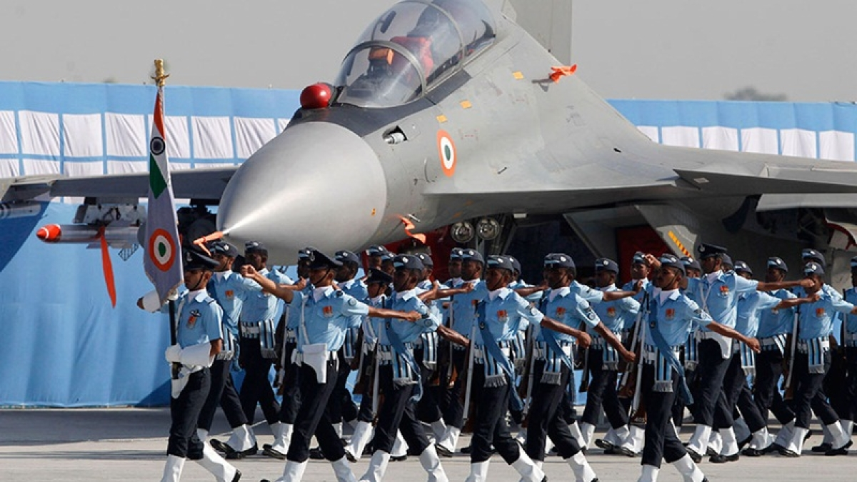 Delhi: IAF veteran donates 17 lakh to school where his wife taught for 21 years