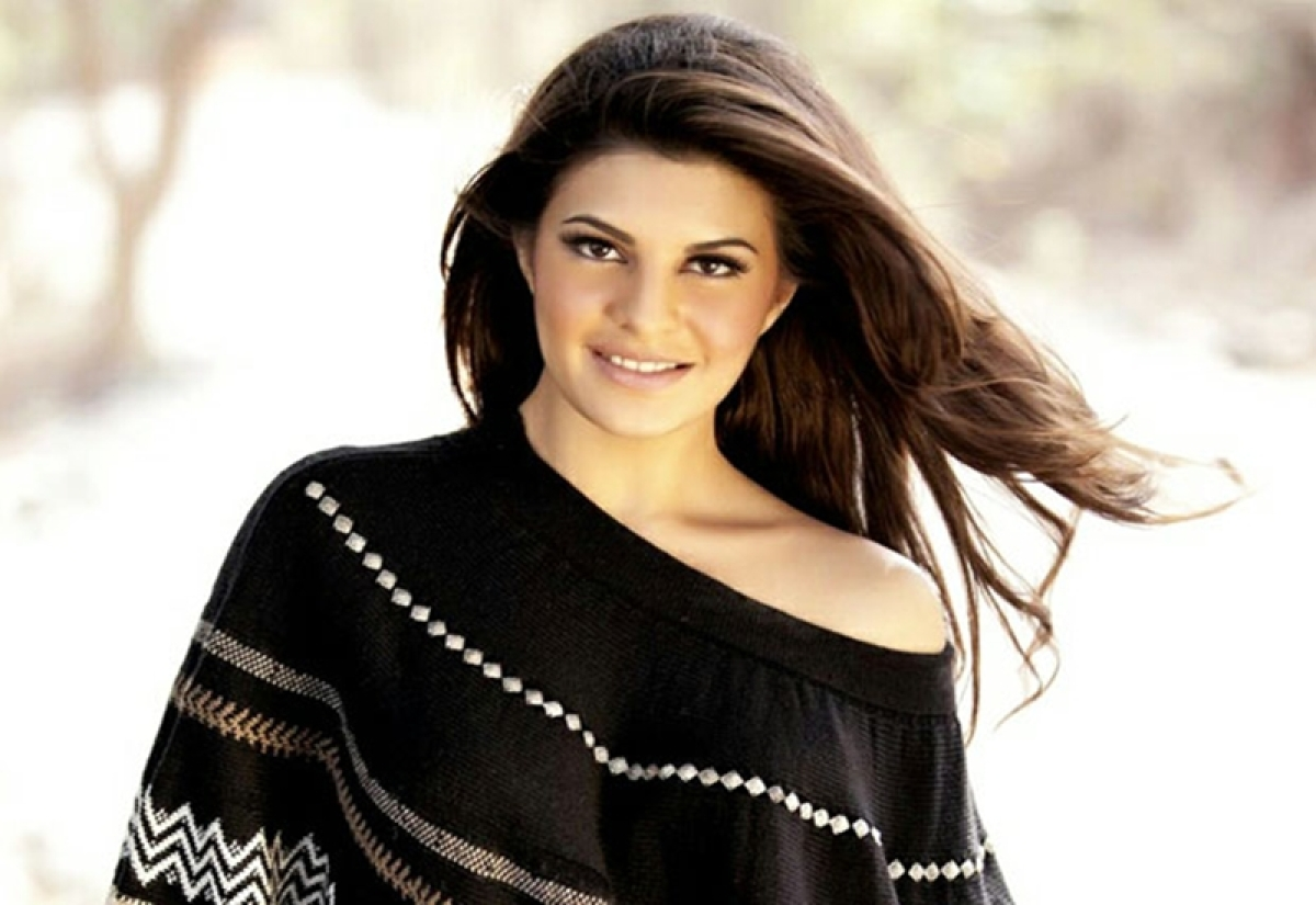 Friends of Jacqueline are asking her for a party, here's the reason why