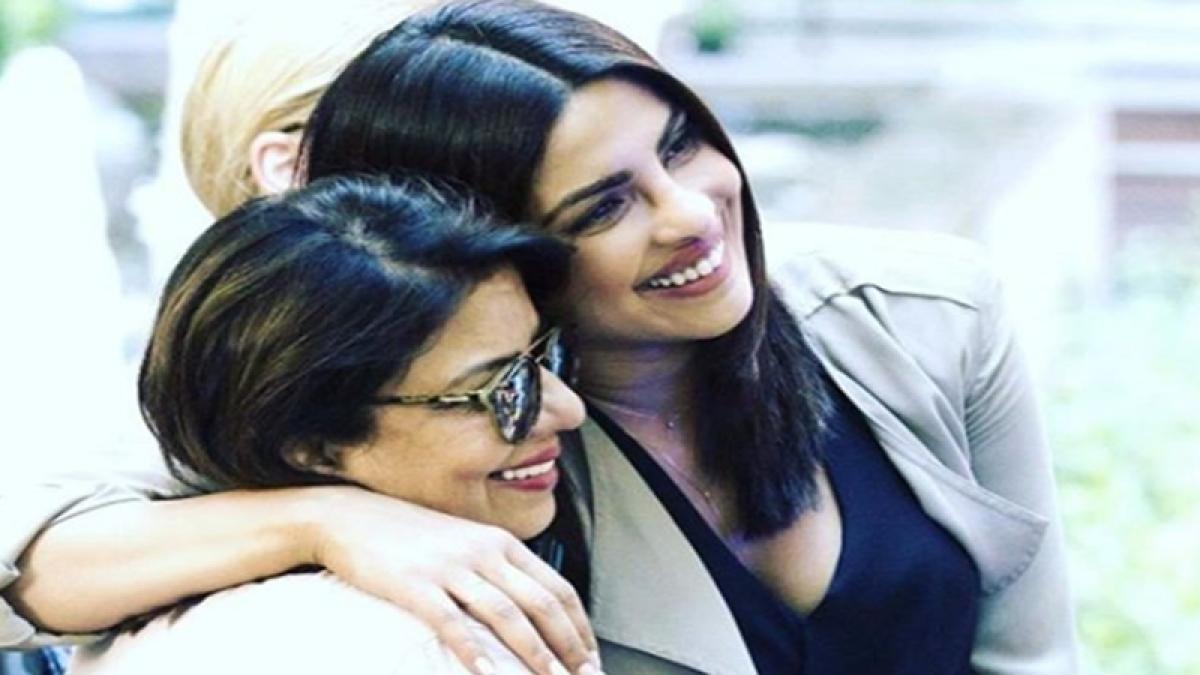 Priyanka Chopra shares awwdorable photo with her 'girl hero'