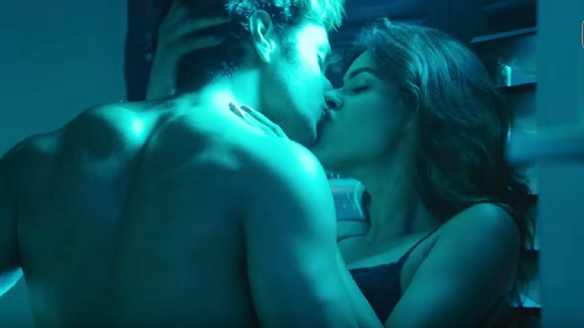 Ragini MMS Returns New Teaser: Karishma Sharma, Siddharth Gupta set internet on fire with hot intimate scene