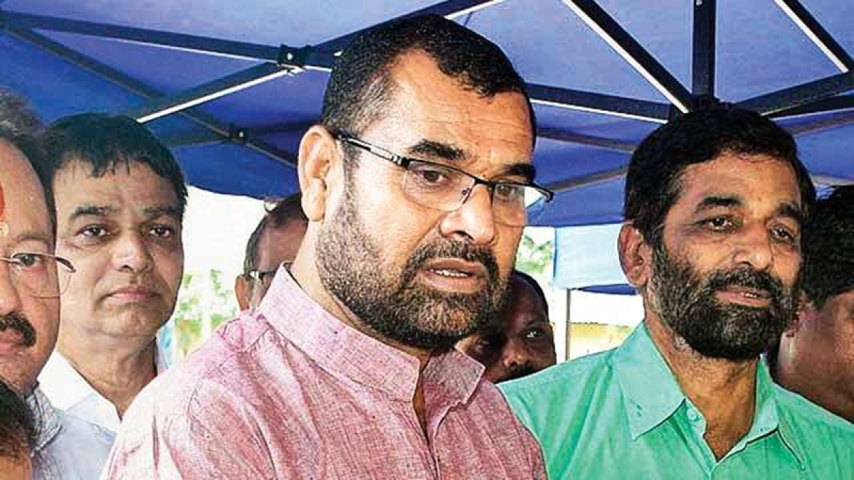 Frustrated farmer attempts to spray pesticide on Maharashtra minister agricultural minister