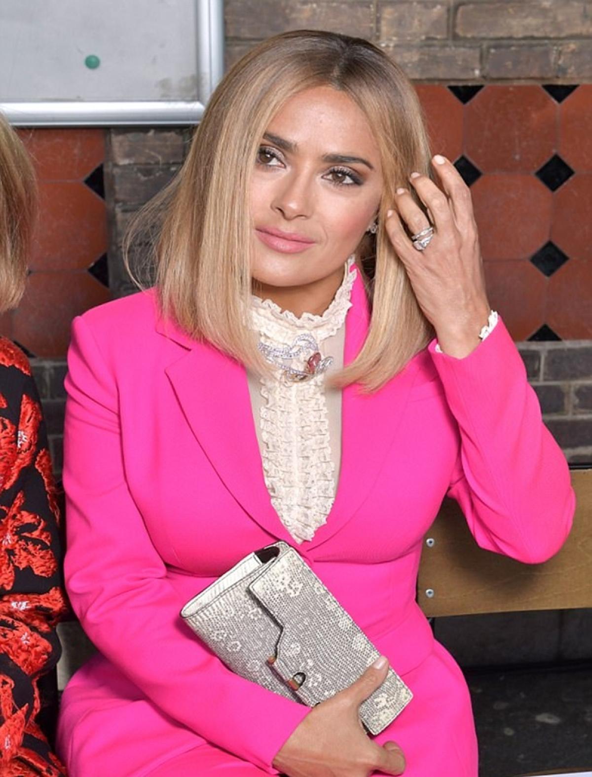 Salma Hayek's new blonde look will amaze you