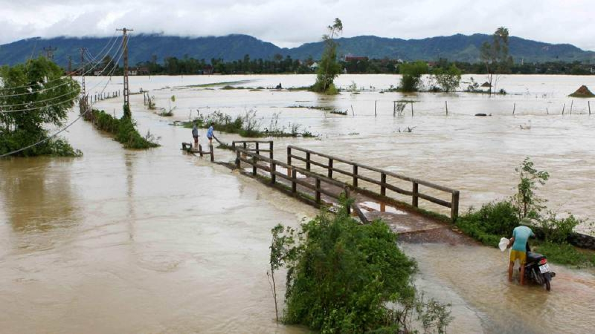 At least 37 people have died and another 40 are missing after floods and landslides ravaged northern and central Vietnam. / AFP PHOTO / VIETNAM NEWS AGENCY