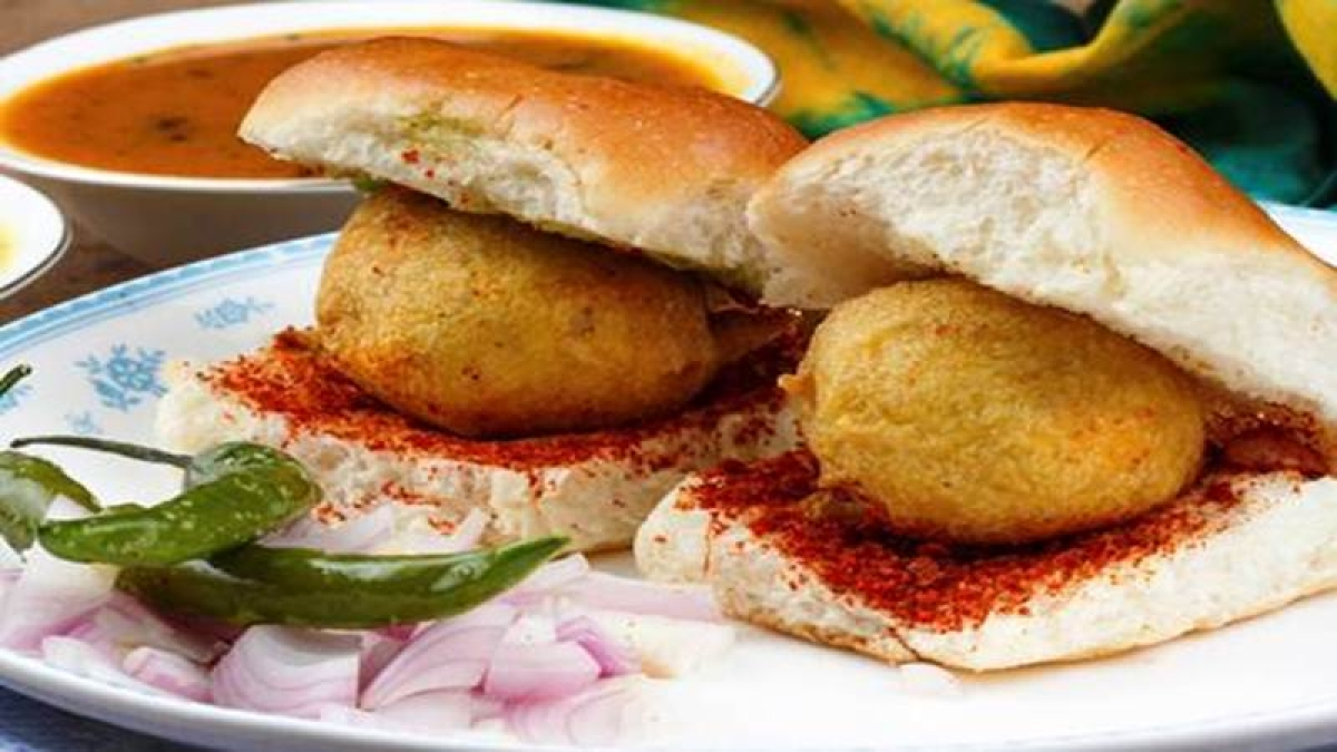 Mumbai stampede: Vada pav seller to donate day's earnings to family of deceased