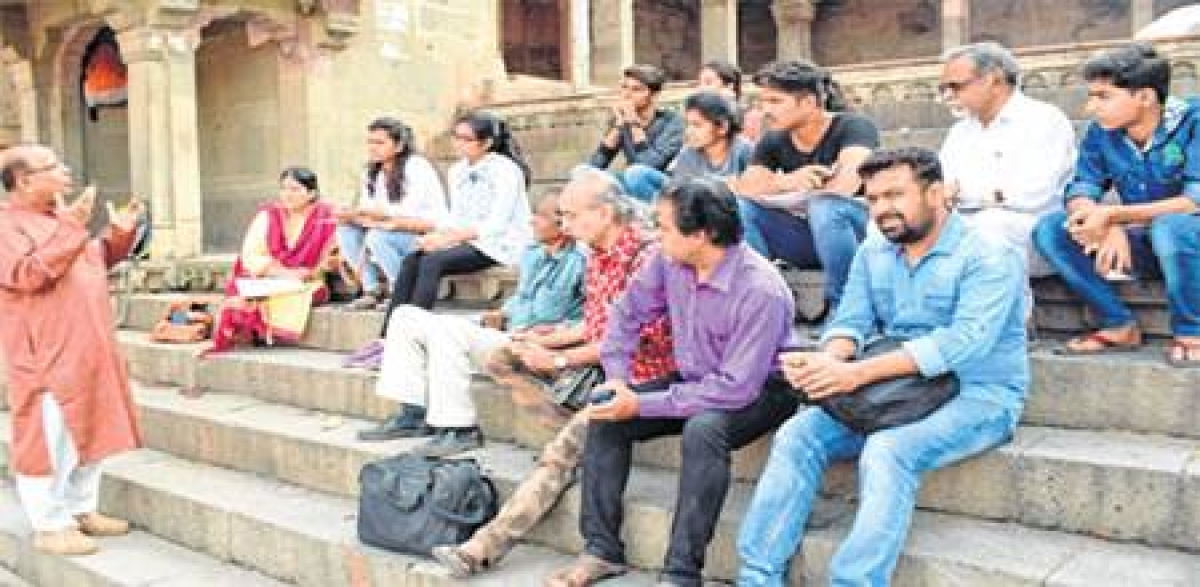 Ujjain: Workshop for artistically oriented at Ramghat