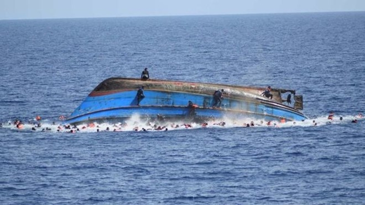 Maharashtra: Boat capsizes in Arabian Sea near Uttan coast; six swim to safety, one missing