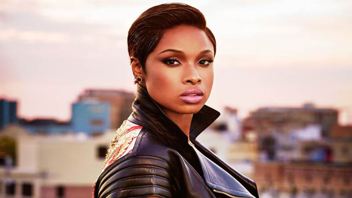 Jennifer Hudson takes a shoe thrown at her as a compliment