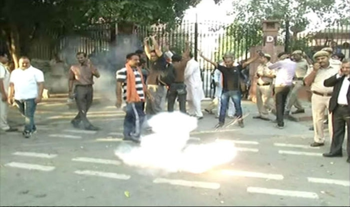 Hindu outfit burst crackers outside Supreme Court in protest against firecracker ban