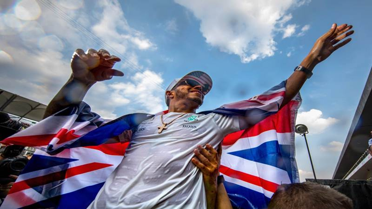 Lewis Hamilton wins fourth Formula 1 championship