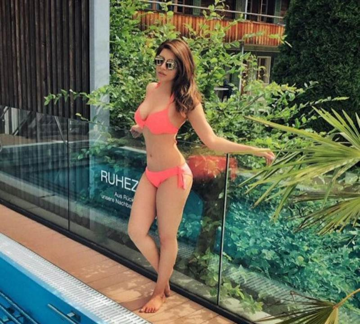 OMG! Shama Sikander looks extremely hot and sensuous in her pink bikini