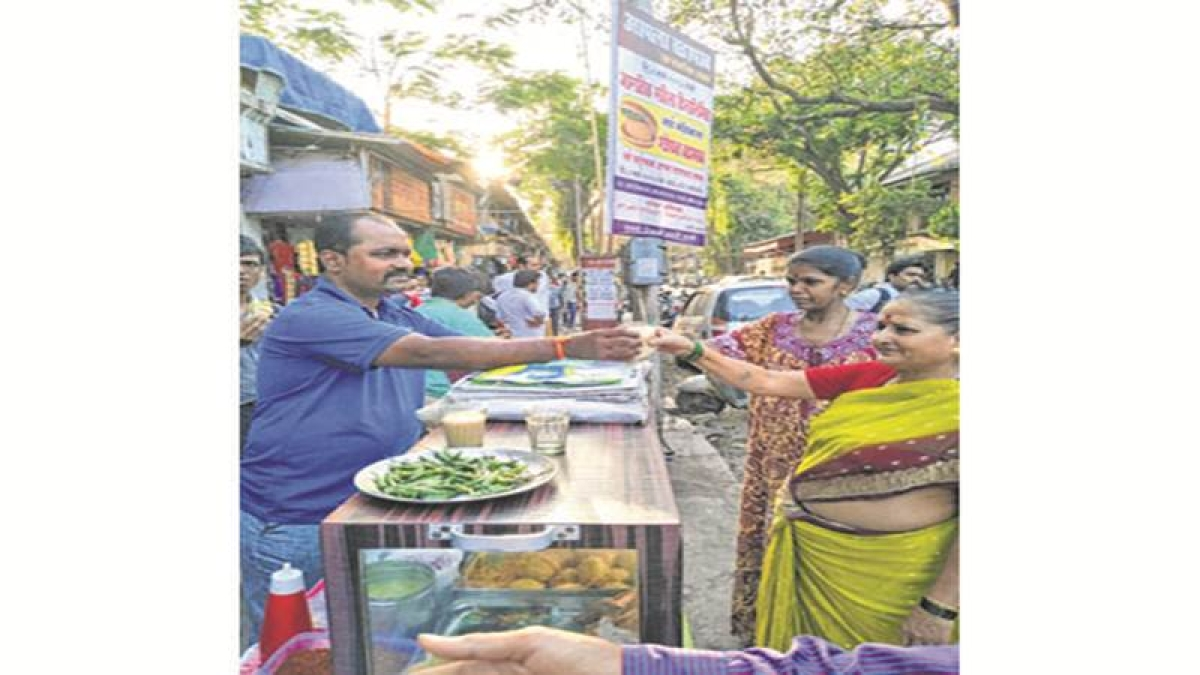 Mumbai: Vada Pav seller to donate day's earnings to stampede victim's kin