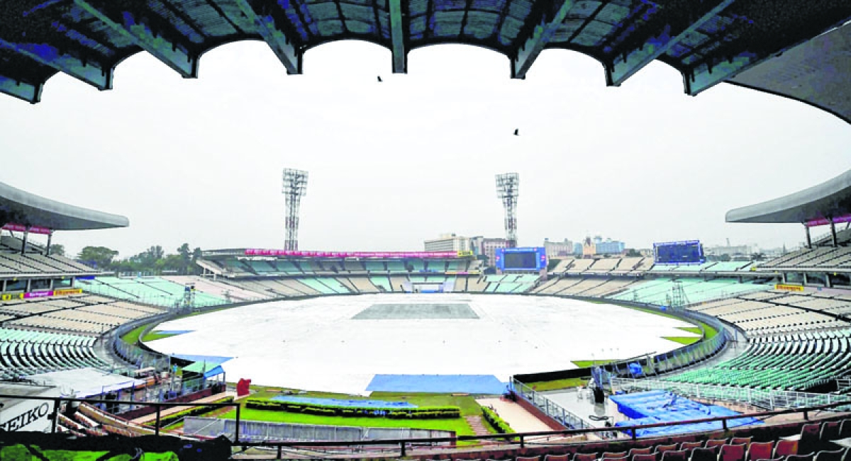 Kolkata: The field at the Eden Gardens is covered due rains in Kolkata on Wednesday, ahead of the 1st cricket Test match bewteen India and Sri Lanka. The practice sessions of both the teams were called off for the day. PTI Photo by Swapan Mahapatra   (PTI11_15_2017_000015B)