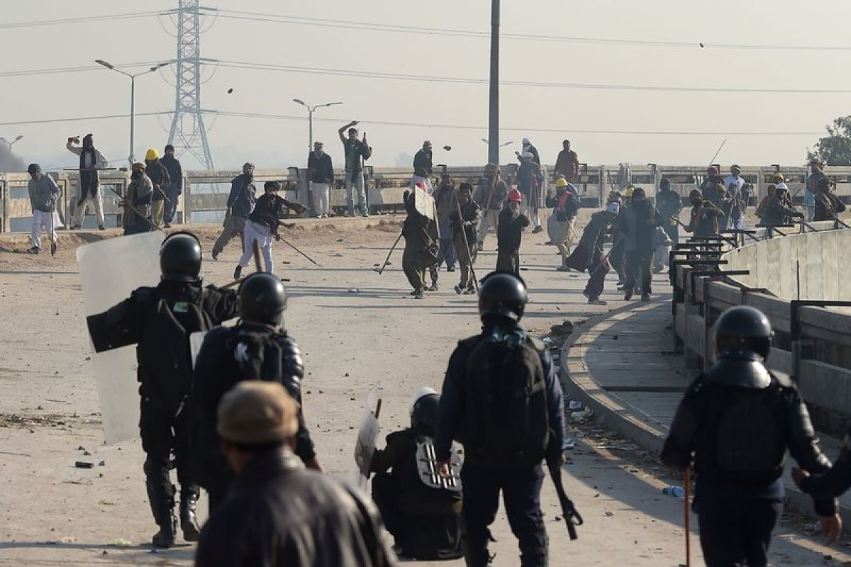 Six dead as Pak calls in army to quell protests