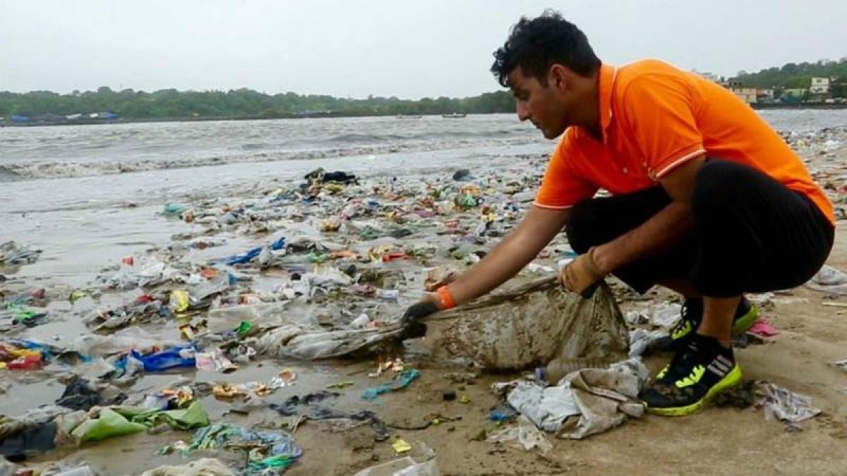 Versova beach cleanup: Maharashtra CM Devendra Fadnavis assures support to drive, says activist Afroz Shah
